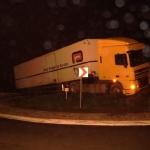 051206_Unfall LKW Kreisverkehr_003